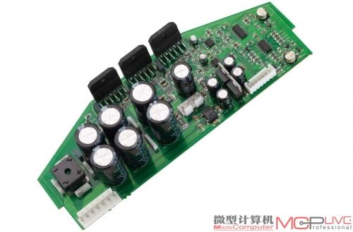 三颗lm3886功放芯片用于后级放大电路,用于驱动高音单元和中低音单元.